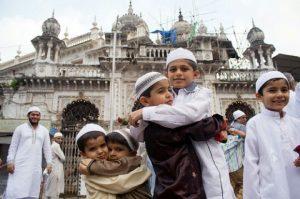 Muslim-Children-greet-and-saying-Eid-Mubarak-480x319